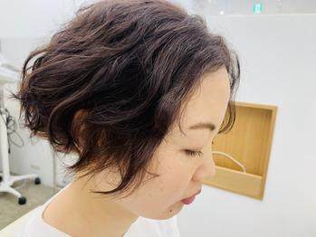 癖毛を生かし、梅雨使用で前髪長め